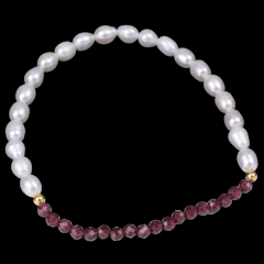 White Freshwater Pearl Rice Bead with Garnet Round Bead Bracelet, Approx 18-19cm